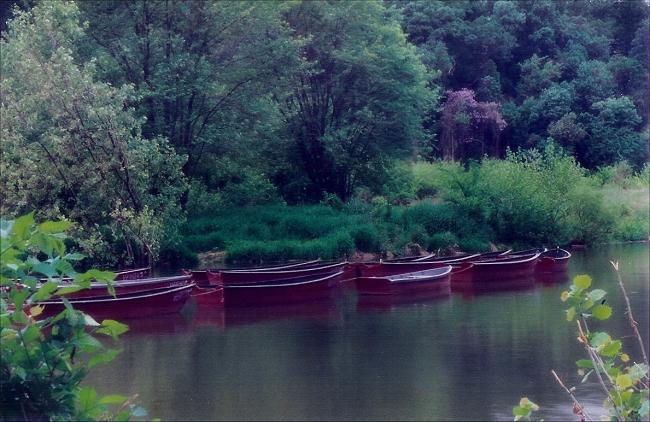 boats.jpg (233271 bytes)